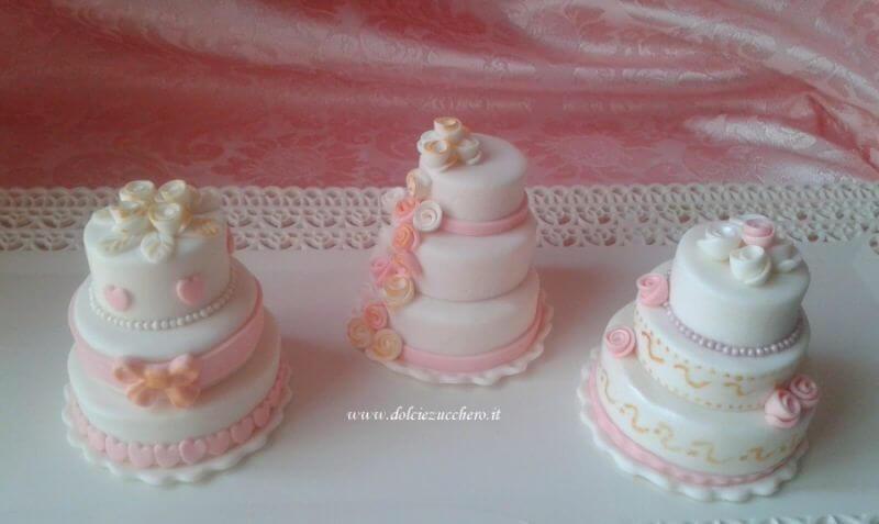 Bomboniere Matrimonio Pasta Di Zucchero.Romantiche Minicake In Pasta Di Zucchero Per Matrimonio Dolci E